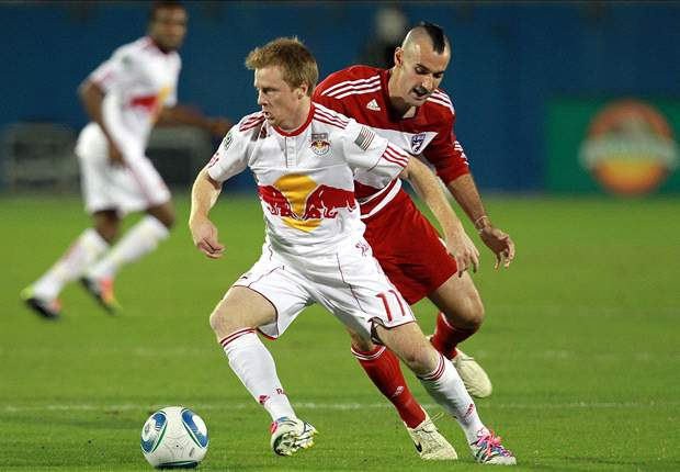 Dax McCarty signs extension with New York Red Bulls