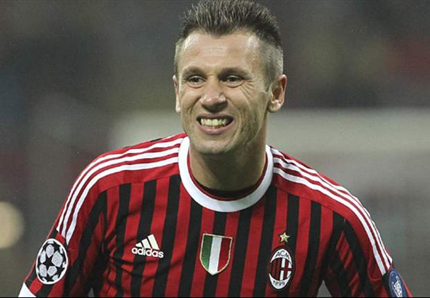 AC Milan's Antonio Cassano to resume training on Saturday following heart surgery