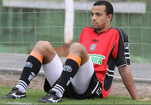 Bologna take Roger Carvalho on loan