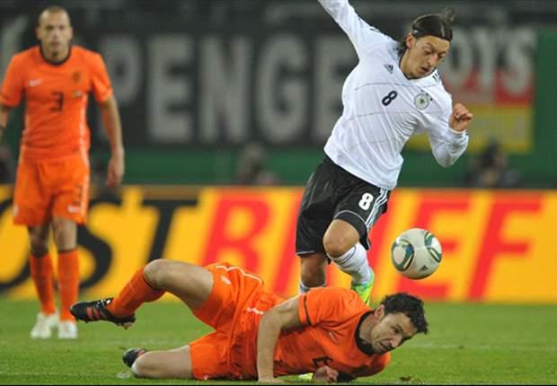 Deep impact: Van Bommel & De Jong must start for Netherlands despite calls for more Dutch courage