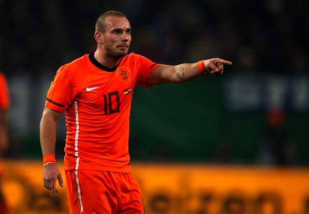 Sneijder sympathises with sacked Netherlands coach Van Marwijk