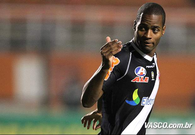 Dede signs Vasco extension until 2015