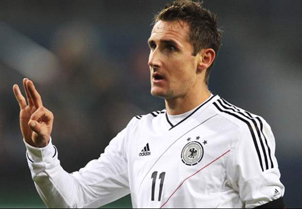 TEAM NEWS: Klose captains Germany against France