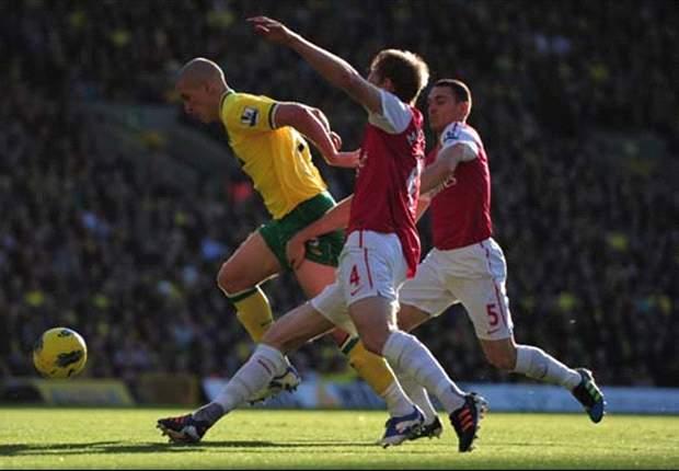 Norwich City 1-2 Arsenal: Van Persie double gives Gunners fifth straight league win despite Mertesacker blunder