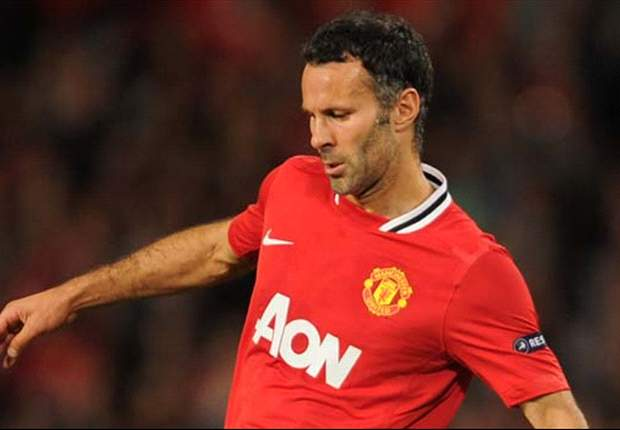 Giggs expecting Everton 'battle' in Manchester United opener