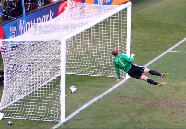 Bayern Munich & Germany goalkeeeper Manuel Neuer happy without goal-line technology