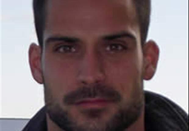 Miguel Moyá: Salto a coger el balón y Carvalho me toca el brazo