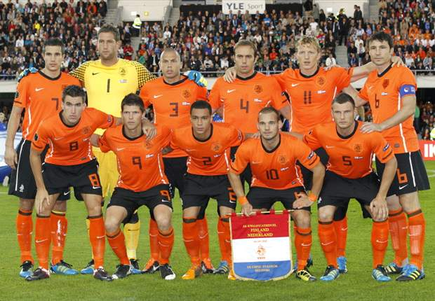 Van Persie & Van Bommel already on the plane, Bruma & Emanuelson fighting for a ticket - The 23 players Netherlands may be taking to Euro 2012