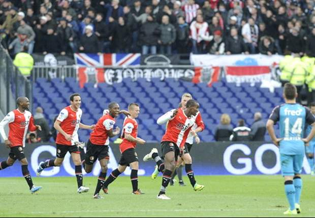 Feyenoord 2-0 PSV: Hosts claim vital three points with win over rivals