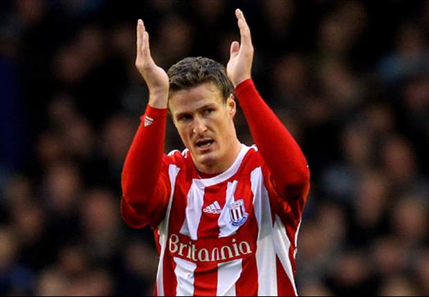 Pulis desperate for Huth to sign new Stoke City deal