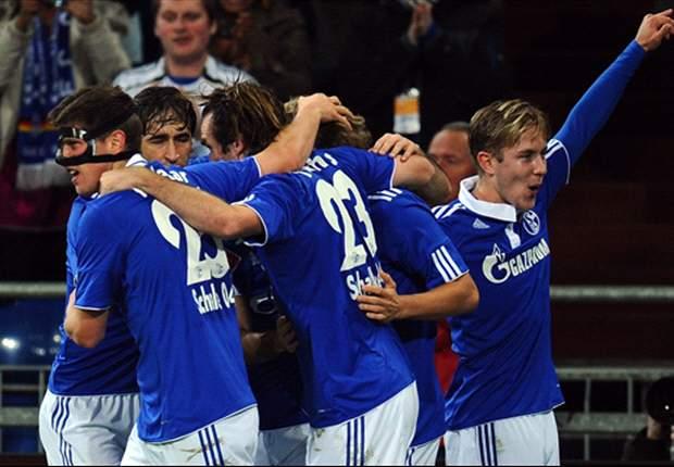 Klaas-Jan Huntelaar Dua Gol, Schalke 04 Lumat VfL Wolsburg