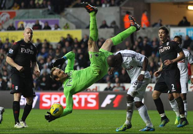 Fulham's Mark Schwarzer faces up to six weeks out with spinal injury