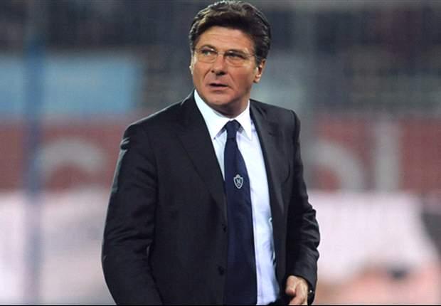 Napoli's Walter Mazzarri unhappy with Edinson Cavani's disallowed goal in defeat by Roma