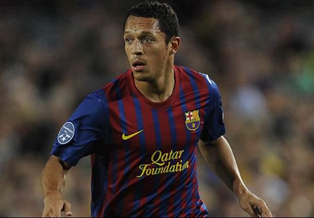 Adriano podría renovar con el Barcelona a fin de mes
