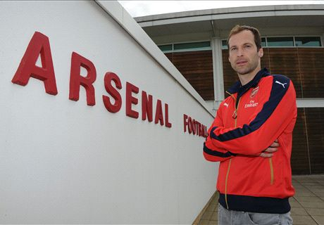 OFFICIAL: Arsenal sign Cech