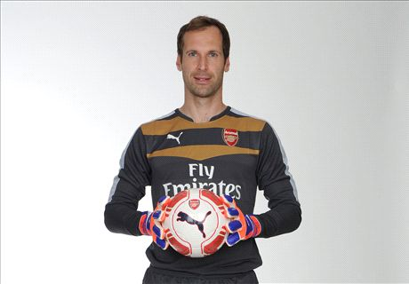 Arsenal sign Cech from Chelsea
