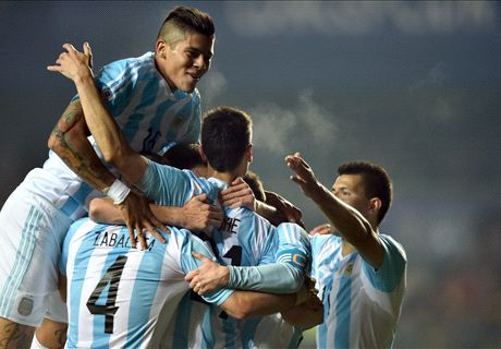 Rampant Argentina hit Paraguay for six