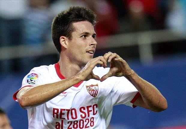 Manu del Moral celebrando un gol con el Sevilla