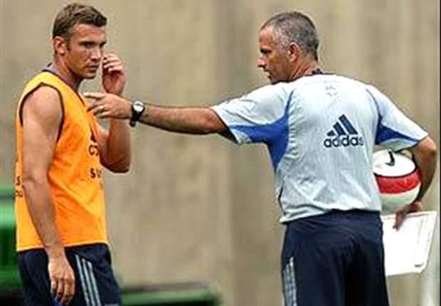 Shevchenko dan Mourinho dalam sesi latihan Chelsea