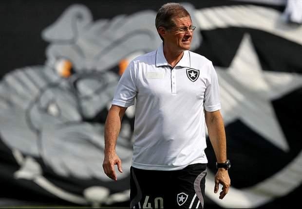 Oswaldo de Oliveira testa esquema tático com titulares do Botafogo