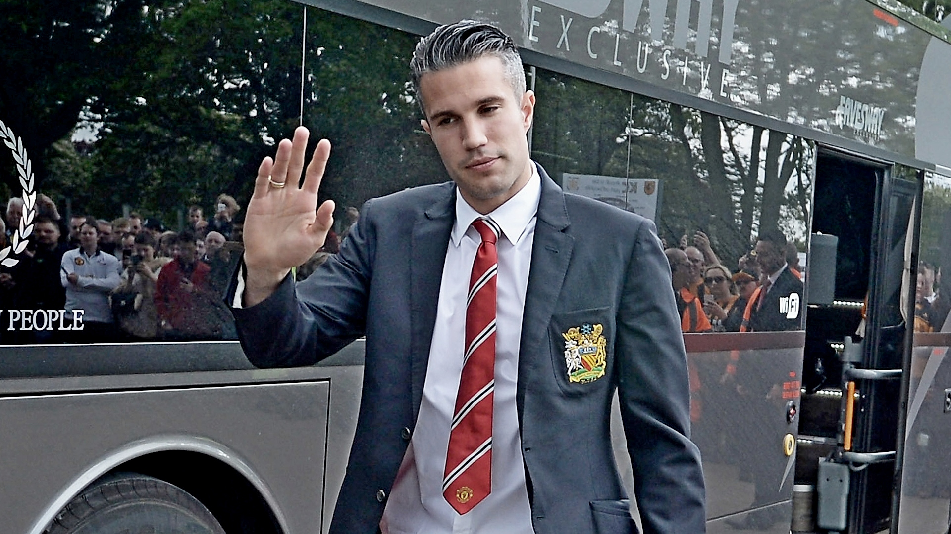 Official fenerbahce open van persie transfer talks with man utd official fenerbahce open van persie transfer talks with manchester united voltagebd Image collections