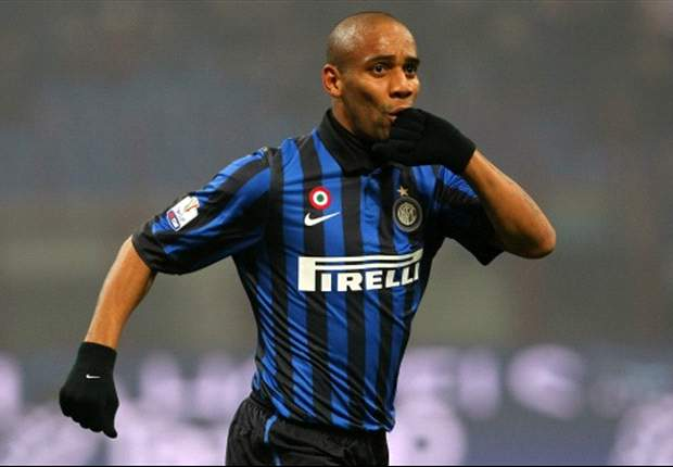 Manchester City sign Inter defender Maicon