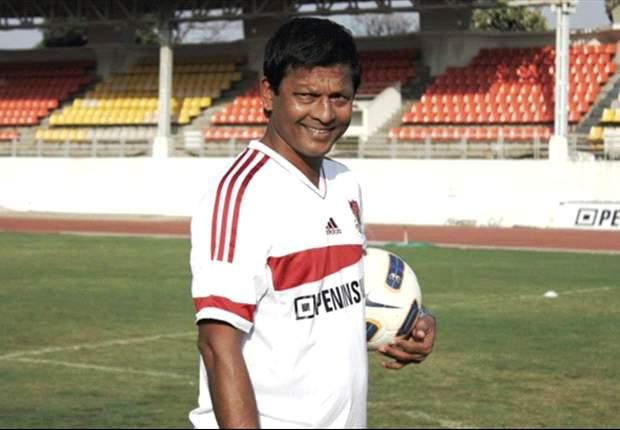 Derrick Pereira informs players of his departure from Pune FC