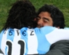 Diego saludó a Tevez... ¡Y a Ronaldo!