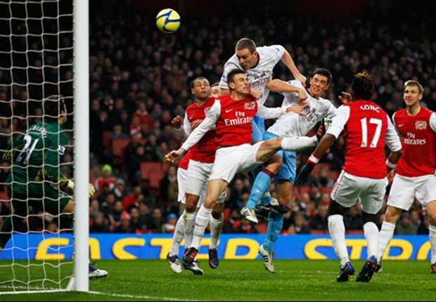 FC Arsenal will oben rein, Aston Villa unten raus