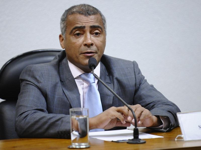 Romário diz que vai recorrer à Justiça após denúncia de revista