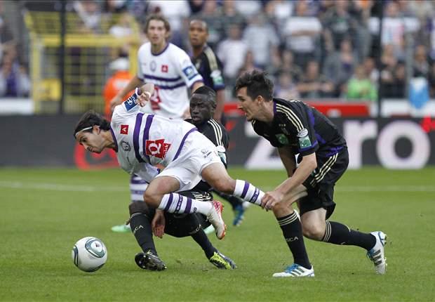 Americans Abroad Recap: Sacha Kljestan knuckles home a free kick in Anderlecht win