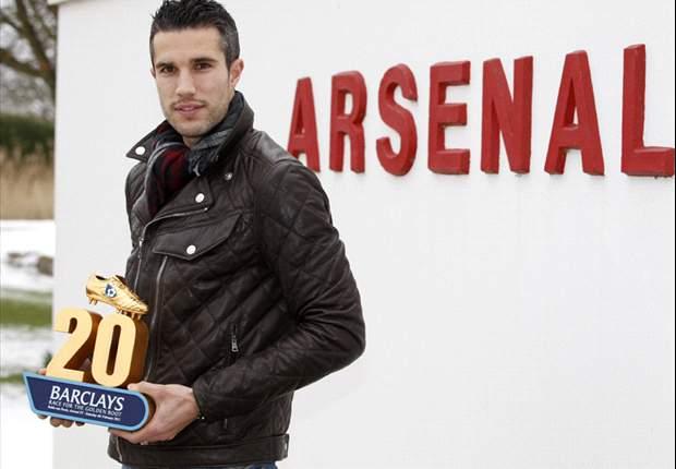 Arsenal's Robin van Persie puts contract talks on hold