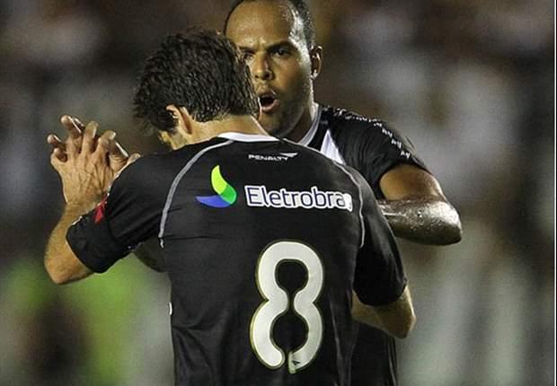 Oliveira sai em defesa de Alecsandro e minimiza jejum de gols