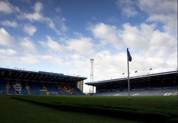 Former Football League chairman Harris lodges Portsmouth takeover bid