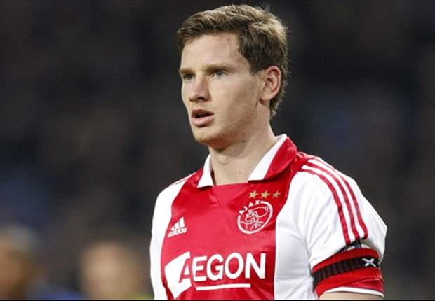 Vertonghen is better than Vermaelen and would fit in well at Barcelona or Real Madrid, claims Ronald de Boer