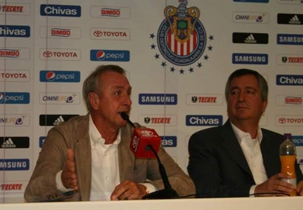 Johan Cruyff abre la puerta de Chivas a los futbolistas naturalizados