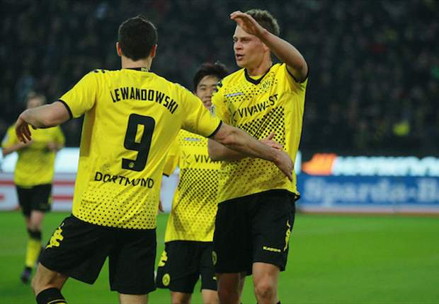 Borussia Dortmund 3-1 Hannover: Lewandowski strikes twice as champions reclaim four-point advantage over Bayern Munich