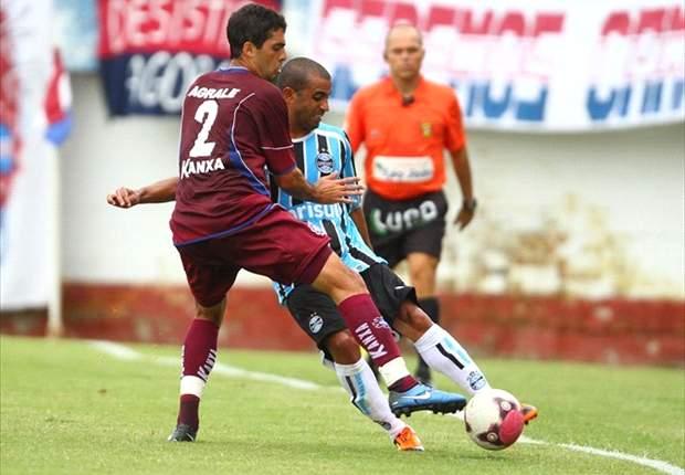 Júlio César pode voltar este mês aos treinos no Grêmio
