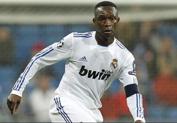 Fulham sign former Real Madrid midfielder Mahamadou Diarra subject to visa