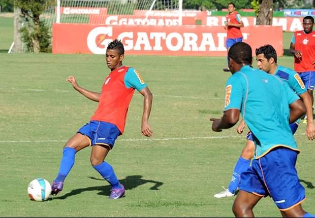 Fla treina com Luiz Antonio, Renato e Kleberson no meio