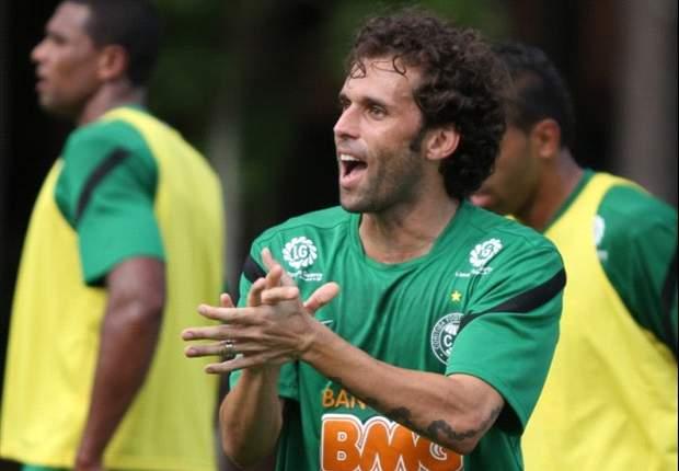 Lincoln pede união aos jogadores do Coritiba, que luta contra o rebaixamento