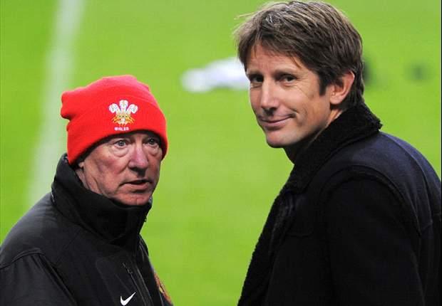 Edwin Van der Sar habló una hora con Robin Van Persie sobre el Manchester United