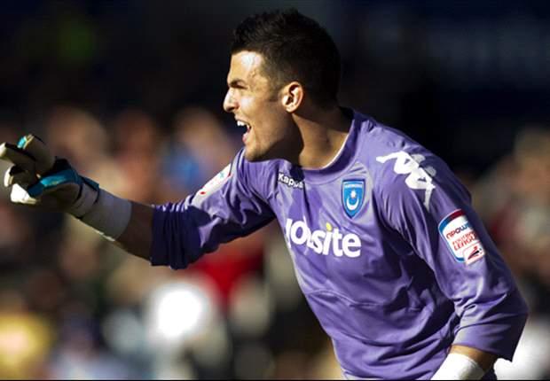 West Ham sign Portsmouth goalkeeper Stephen Henderson on loan