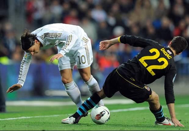 Mesut Özil da la asistencia de la temporada