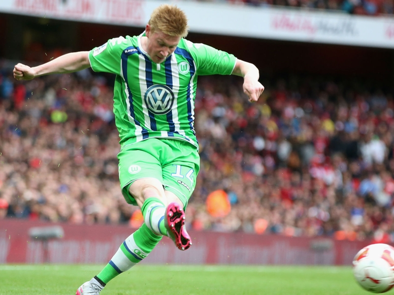 Wolfsburg v Bayern Munich: De Bruyne centre of attention