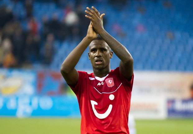 Newcastle looking to sign Twente's Douglas