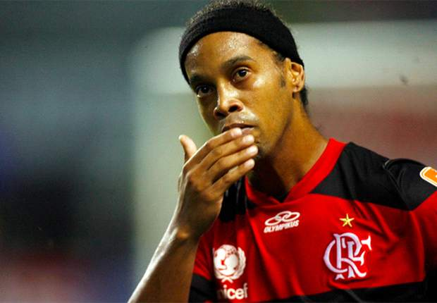 "Status Ronaldinho: ""It's Complicated"""
