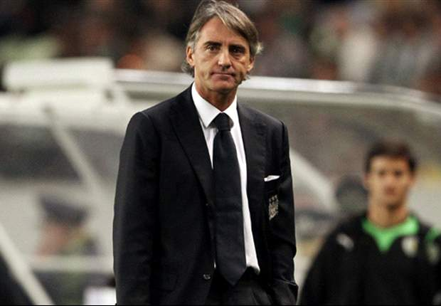 Mancini not affected by Sir Alex Ferguson's mind games, insists Manchester City coach Platt