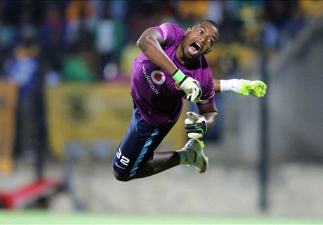 Khune poses with first MOTM award