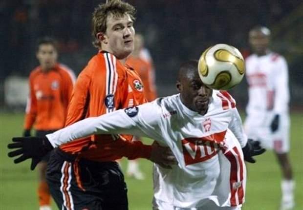 Shakhtar signs Brazil forward Maicon